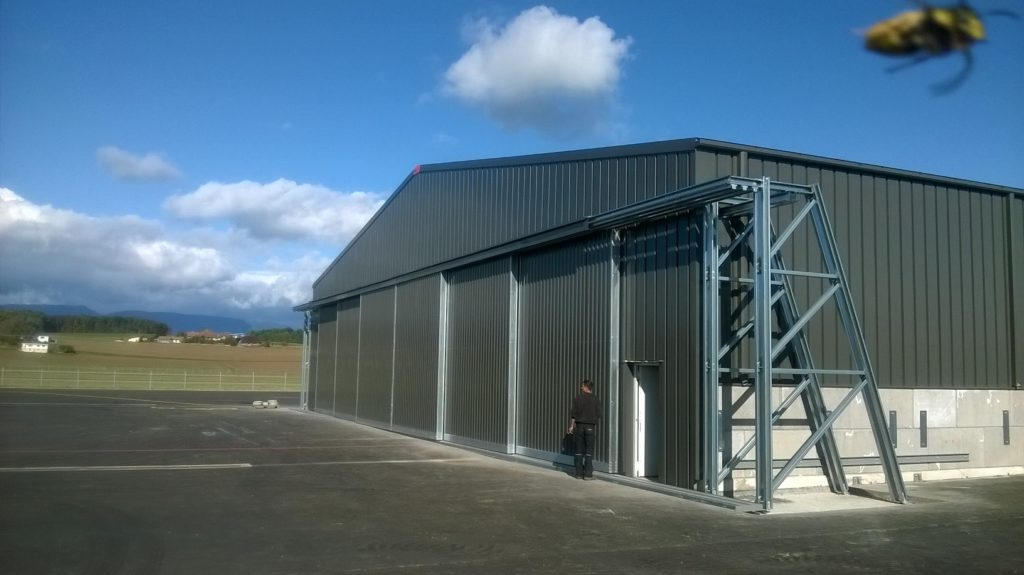 Frisomat designed a 30 m wide building with an XL sliding door